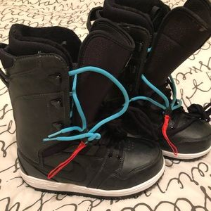 Nike Vapen Snowboard Boots 8.5 Like New. Runs smal